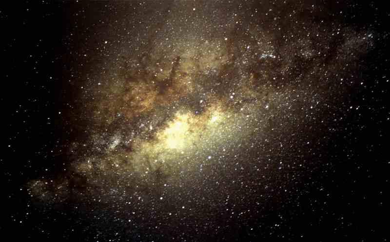 Vía Láctea, Milky Way, Milchstraße: Cerro Paranal, Cerro Tololo, Las Campanas, La Silla, Chajnantor  sowie ESO, ALMA, NTT, VLT sind nur einige der Begriffe, die jedem Astronomen auf unserem Planeten geläufig sind. Mehr als ein Dutzend großer Observatorien haben Chile wegen seiner besonderen geografischen Lage und seiner optimalen klimatischen Bedingungen als Standort auserwählt. Einige davon sind an bestimmten Tagen für vorangemeldete Besucher geöffnet.